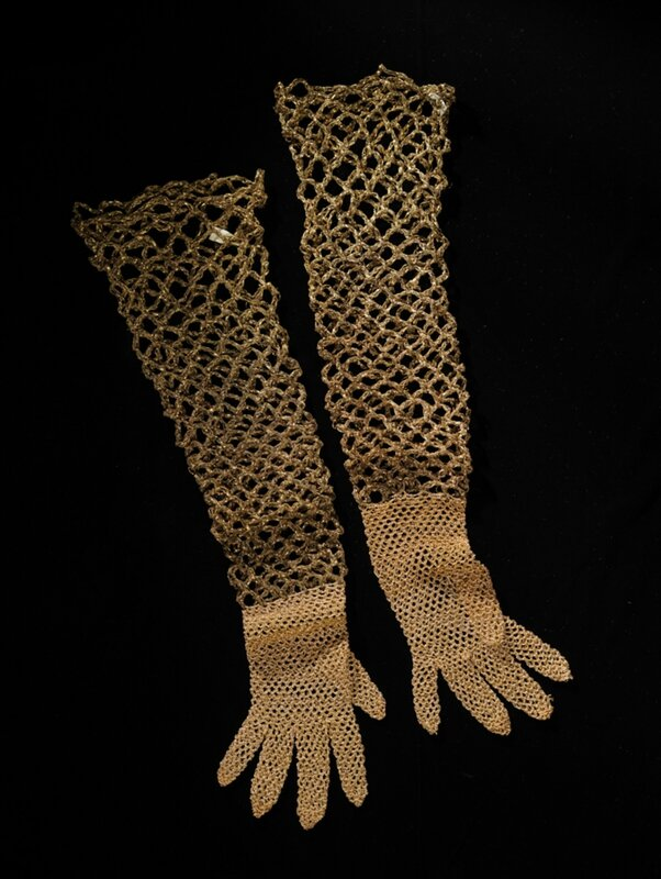 Attributed to Elsa Schiaparelli (Italian, 1890 - 1973), Gloves, 1933-1937 2