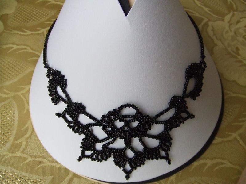 Modele De Collier En Perle Facile : Un collier en perles de rocaille tiss?es le crochet