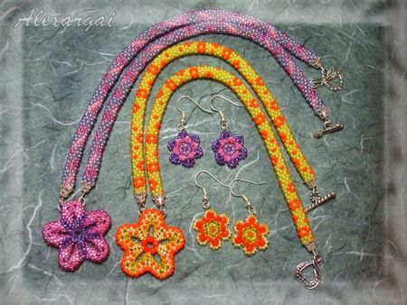 Collier_Mini_Flower_Power_1