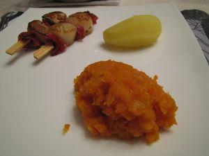 Brochettes_saint_jacques_et_chorizo_sur_pur_e_de_carottes2
