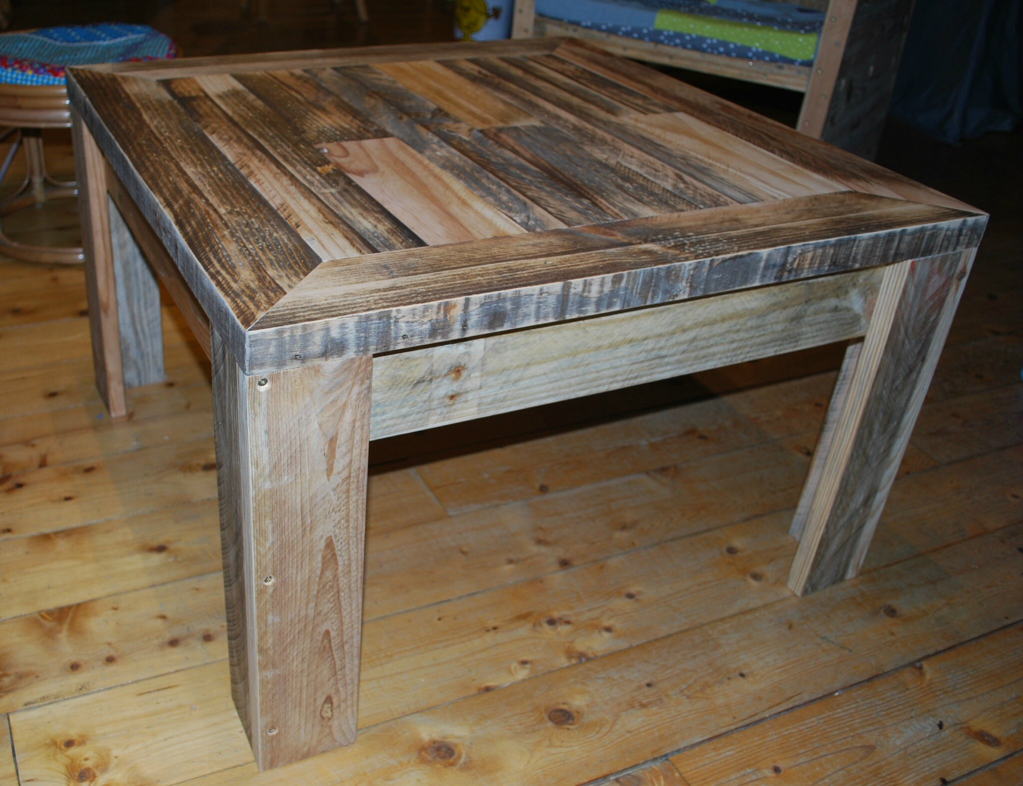 Table basse en palette au bout du bois - Faire une table en palette ...