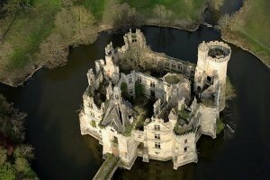 ob_db01d9_chateau-mothe-chandeniers-ruines-1-87614