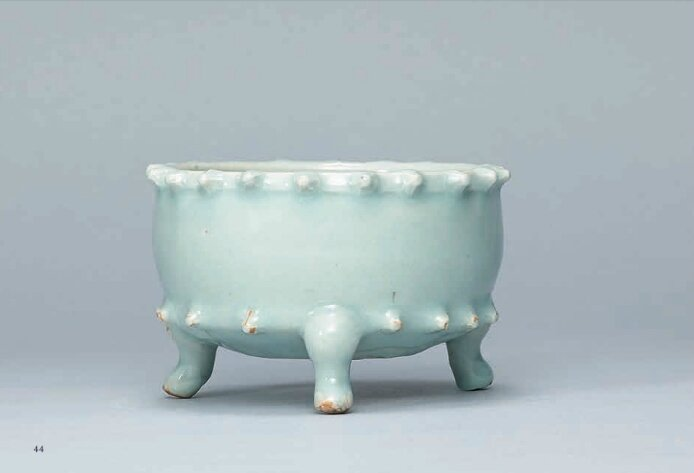 A very rare Qingbai tripod censer, Southern Song Dynasty (1127-1279)