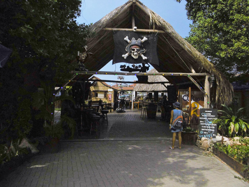 3 - entrée bar des pirates