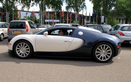 Bugatti_veyron_16__Retrorencard_juin_2010__02
