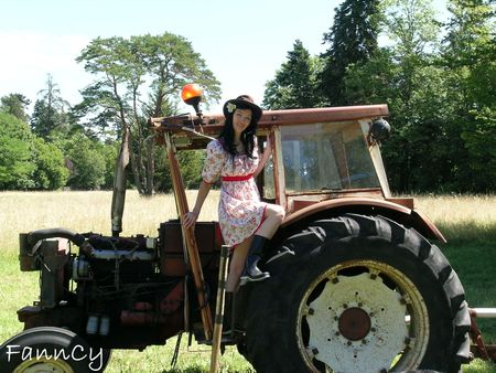 Pin up sur son tracteur ;)