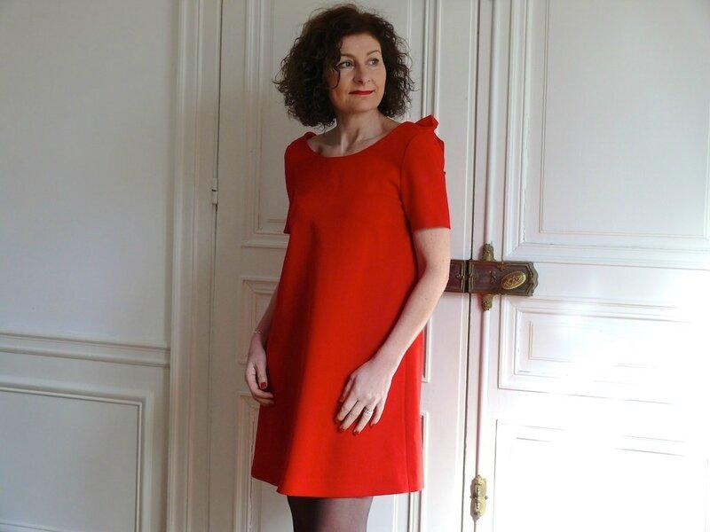 la petite robe rouge bee made. Black Bedroom Furniture Sets. Home Design Ideas