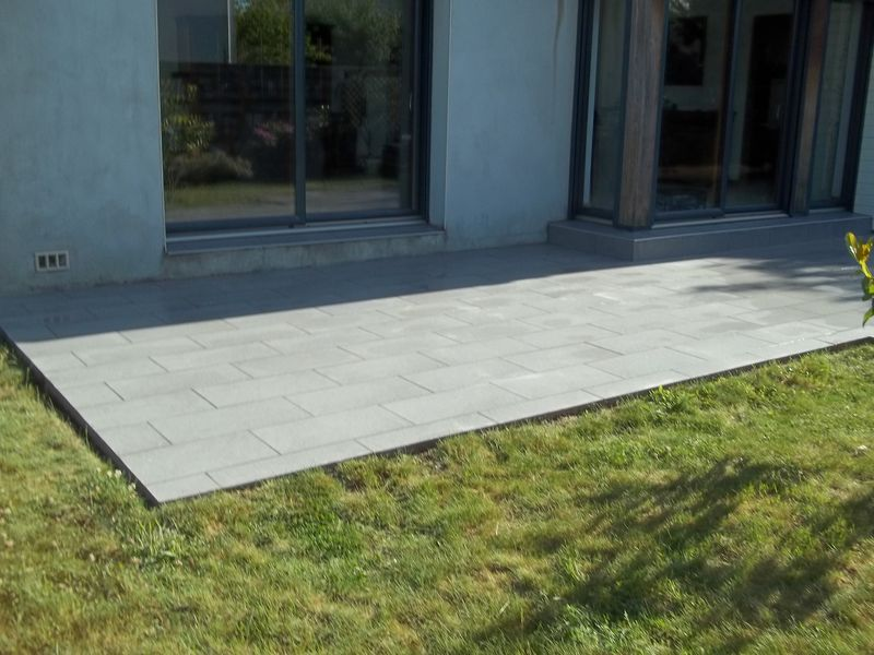 Pose d 39 un carrelage en pose d cal avec du carreaux en for Pose de carrelage sur terrasse