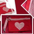 pochette zippée assortie au sac avec noeud rouge