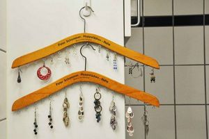 diy-jewelry-organizers-from-wooden-coat-hangers-1-500x333