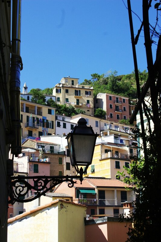 8-follow-me-white-rabbit-cinque-terre-italie-riomaggore (12)