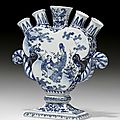 Tulip vase with scrolled handles, delft, ca. 1700
