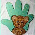 L'ourson sur une main