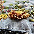 Association tricot et broderie au ruban