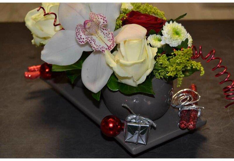 Centre de table pour noel fleurs naturelles et contenant - Centre de table fleurs artificielles ...