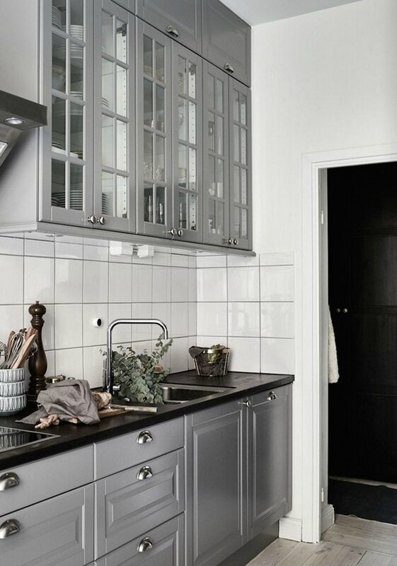 grey-kitchen-swedish-apartment
