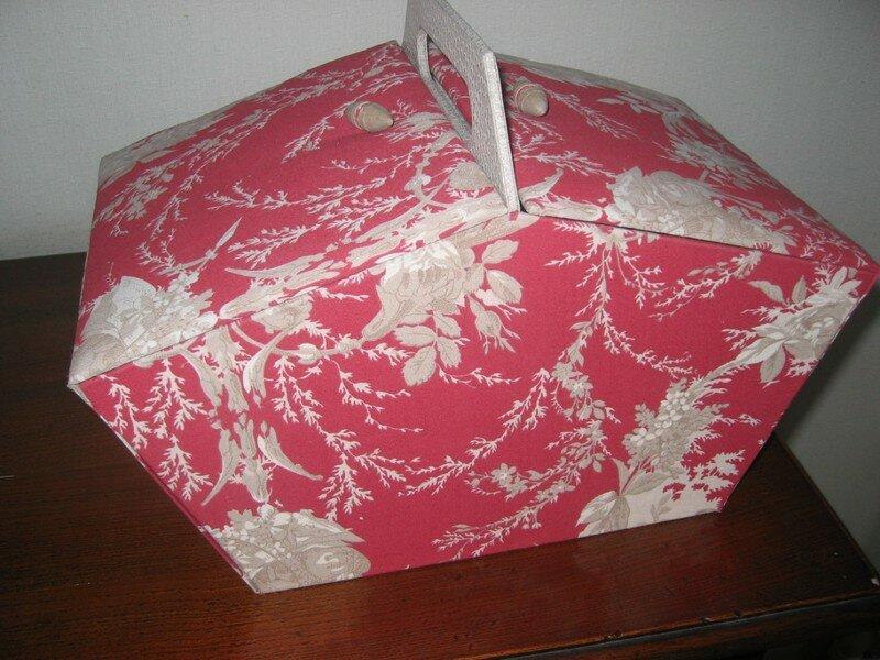 Boite couture en cartonnage toile de jouy et skivertex for Boite a ouvrage couture