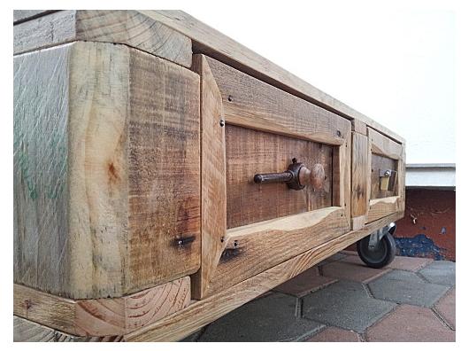 d couverte d 39 un artisan cr ations et meubles en bois de palettes recycl es. Black Bedroom Furniture Sets. Home Design Ideas
