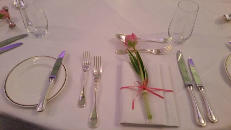 8d Table Centre Stage