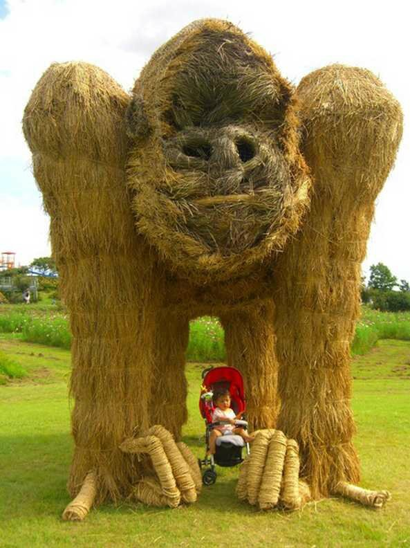 the-giant-straw-sculptures-of-japan-15