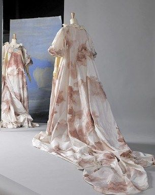 Mode_dossier_exposition_versailles_tendance_histoire_Vivienne_Westwood_robe_fleurs_galerie_principal