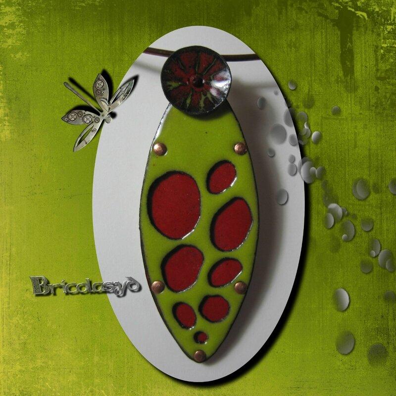 email pendentif insecte vert rouge
