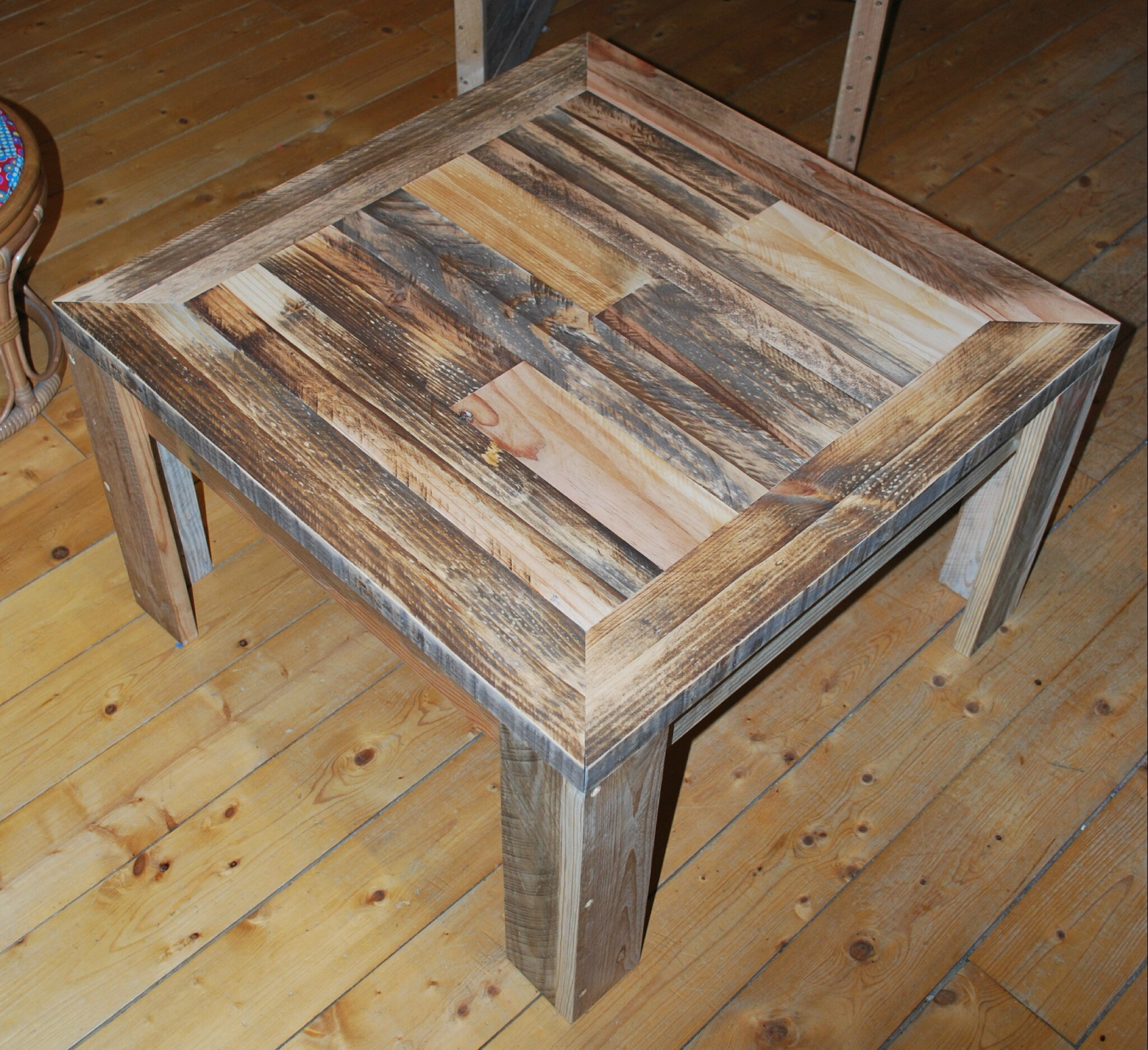 Table basse en palette au bout du bois - Table salon en palette bois ...