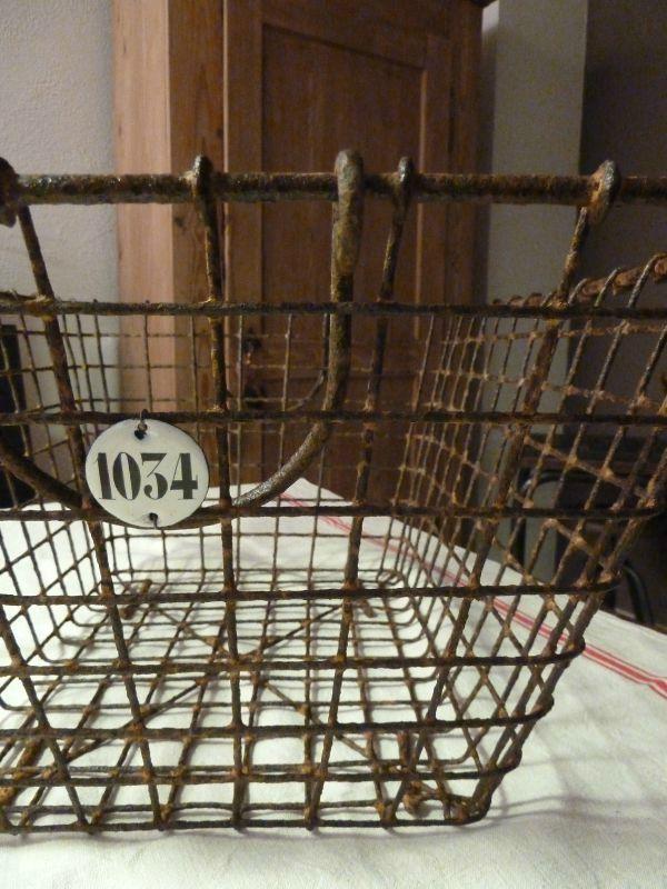 Ancienne Manne à huîtres, plaque émaillée numérotée
