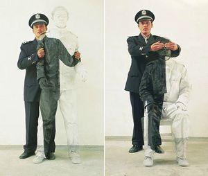 liu-bolin-policeman