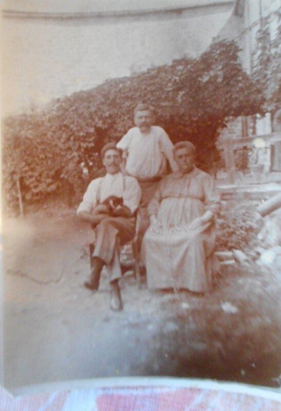 1930 André Q et ses parents Camille Q et M
