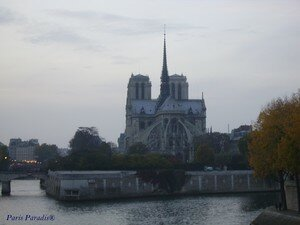 Notre_Dame_de_Paris___dos_sign_