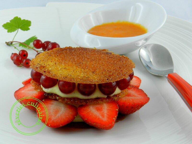 Croustillant aux fruits rouges, crème mousseline citronnée, coulis d' abricots