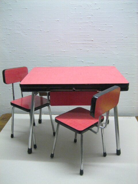 Miniature table de cuisine en formica lilicabane for Table de cuisine rouge