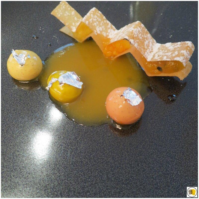 Dessert ananas, mangue, fruit de la passion