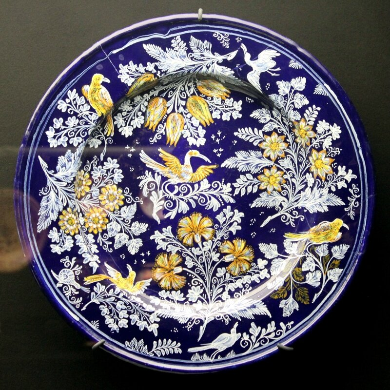 Ariana_museum_-_islamic_pottery_imitation_-_Plat_-_Nevers_(France)_-_1670_-_1680_-_Inventaire_AR_12748-2
