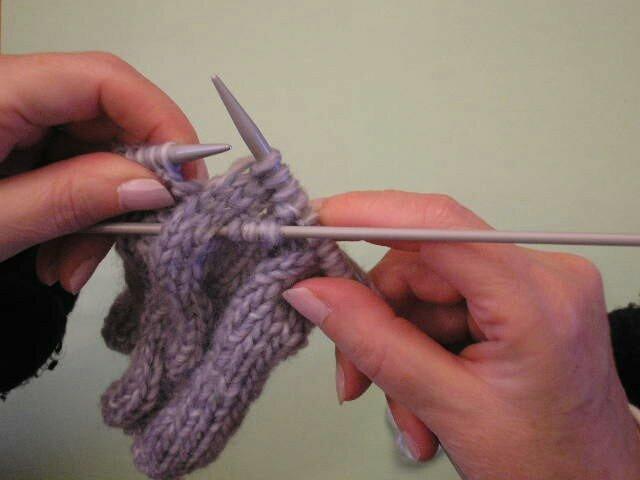 Comment tricoter une torsade simple - Tricoter sans aiguilles ...