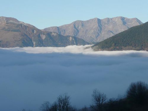 Au rveil,  la montagne, une mer de nuages