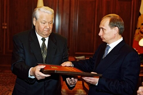 Vladimir_Putin_with_Boris_Yeltsin-2