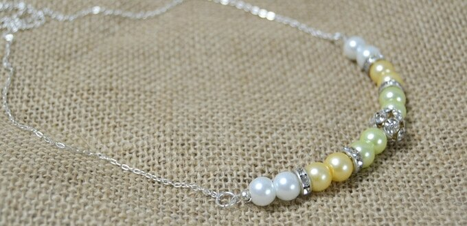 How-to-Make-a-Chunky-Pearl-Necklace-with-Rhinestone-and-Chain1