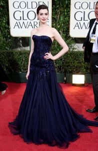 anne_hathaway_arrives_at_the_66th_annual_golden_globe_awards_03_122_658lo1