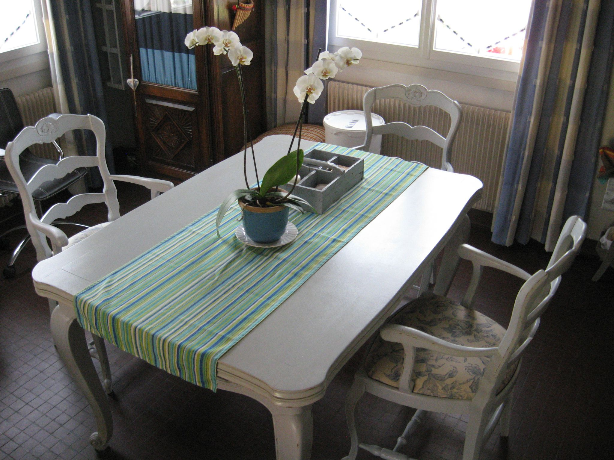 Relooking table salle manger photos vos conseils - Relooking salle a manger ...