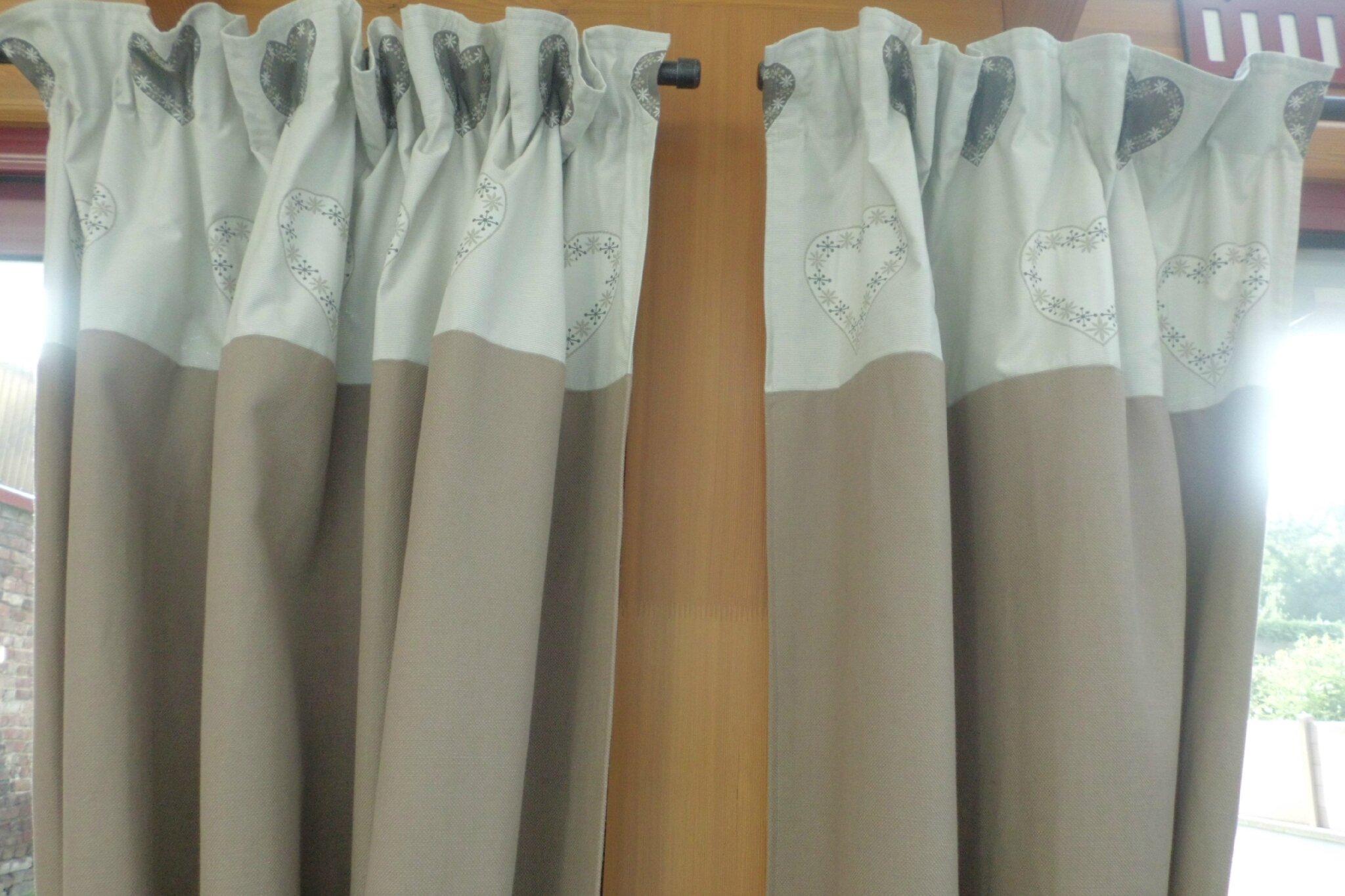 double rideaux motif coeurs photo de d coration int rieure brod 39 n 39 roll. Black Bedroom Furniture Sets. Home Design Ideas