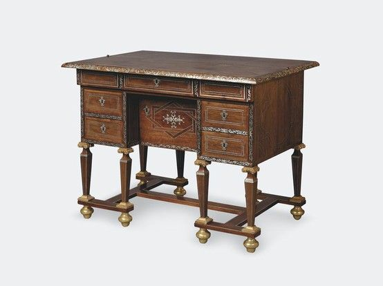marqueterie boulle bureau mazarin en placage de palissandre marquet de rinceaux d 39 tain. Black Bedroom Furniture Sets. Home Design Ideas