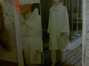 25122011007Burda manteau cape 1