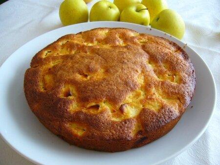 gateau-moelleux-aux-pommes-et-aux-amandes