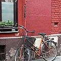 vélo, mur rouge_9814