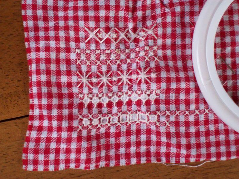 Coeur en broderie suisse au fil de l 39 aiguille - Broderie suisse grilles gratuites brigitte rainglet ...