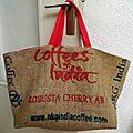 Pas toujours pour les poupées : les cabas en sac de café