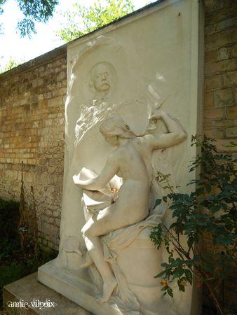 DSCN1803 monument