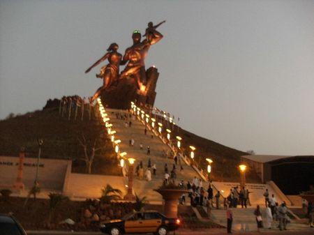 Monument_renaissanceafricaine2__124__rs